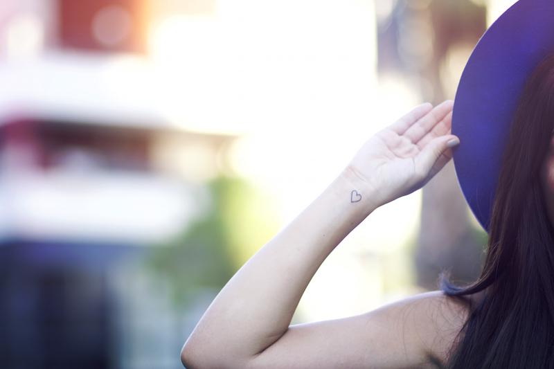 tatouage coeur poignet