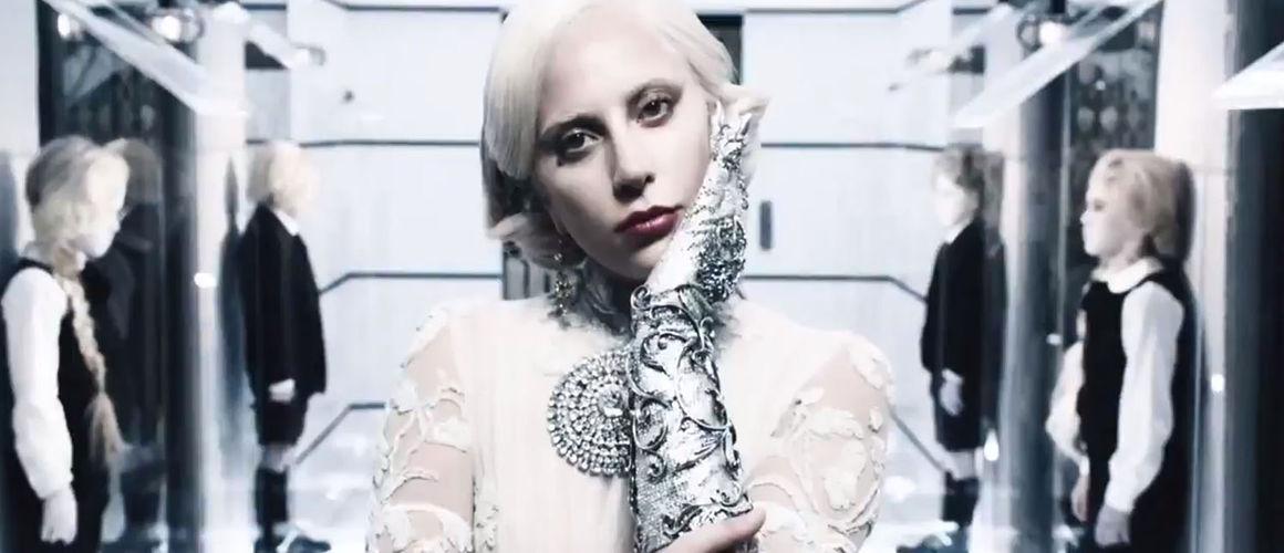 american-horror-story-hotel-lady-gaga-se-devoile-en-comtesse-psychedelique-video