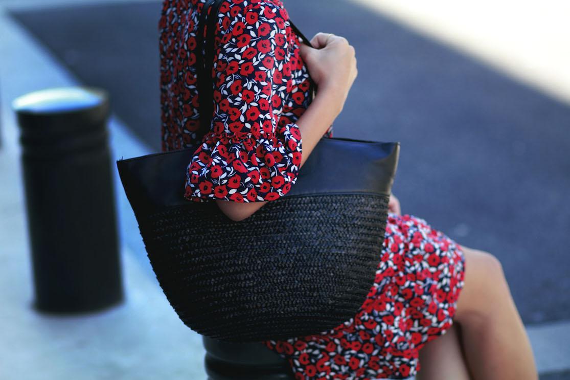 la petite robe rouge. Black Bedroom Furniture Sets. Home Design Ideas