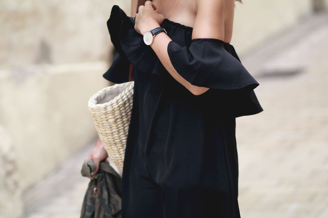 robe noire volant off shoulder