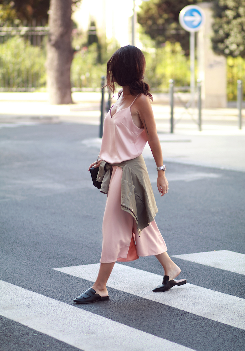 look-robe-satin-rose-tendance