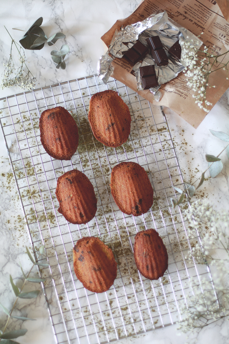 madeleines-matcha-morceaux-chocolat