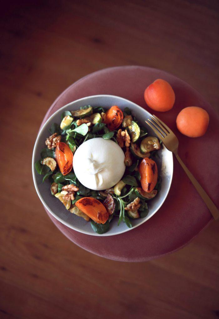 Salade estivale burrata abricot