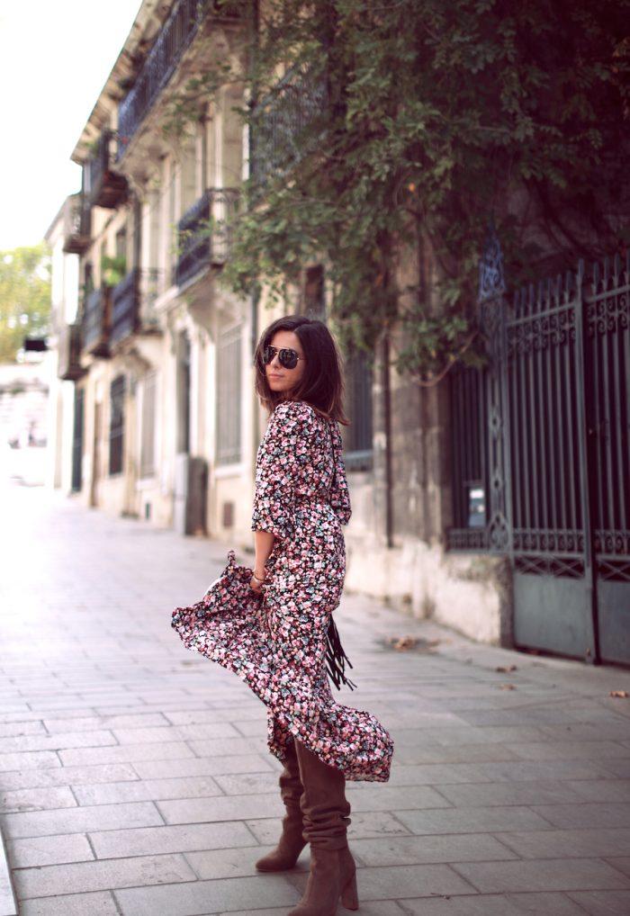 Comment porter une robe longue à fleurs?